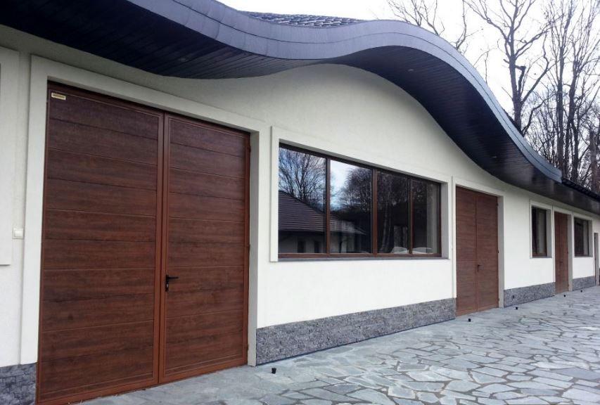 Hnedá dvojkrídlová garážová brána