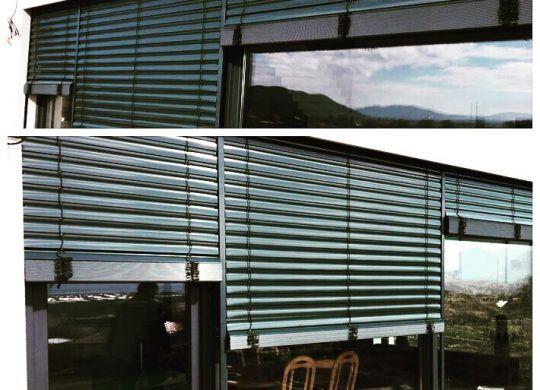 Novostavba rodinného domu, antracitová farba okien a žalúzií RAL 7016