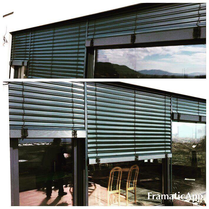 Novostavba rodinného domu, antracitová farba okien a žalúzií RAL 7016 ekoprofil.sk